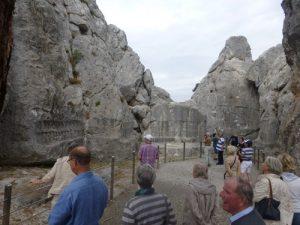 10-Das-Felsheiligtum-Yasilikaya